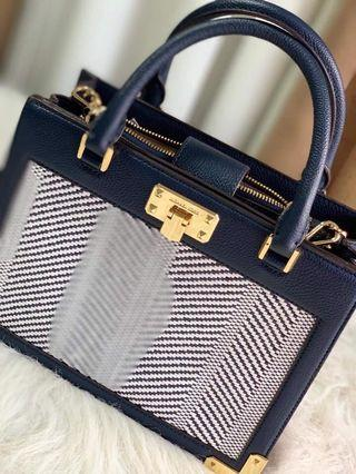 4c30cd735ebf0 Michael Kors Karla Black & Gold Crossbody Bag / Handbag 🇺🇸