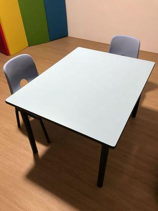 Kids' table & chairs