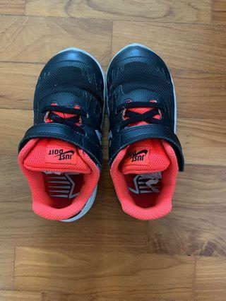Nike Shoes boys size 8.5