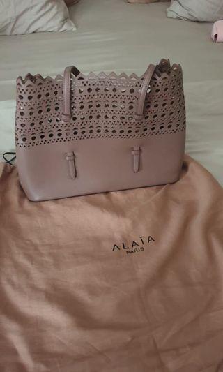 Alaia medium cutout  bag