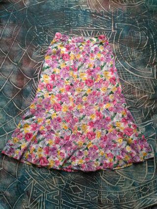 Vintage Long skirt floral motive