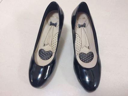 🚚 Diana 亮面高跟鞋