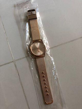 🚚 Rose gold quartz watch