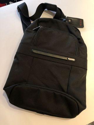 💼 Tumi Sling Bag