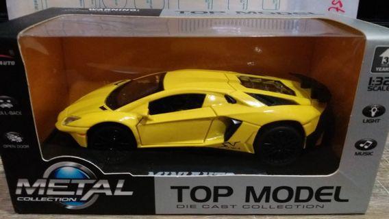 Lamborghini LP750-4 1:32 Diecast model