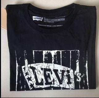 BNWT Levis (XL)