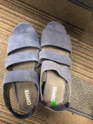 Sepatu sandal camper