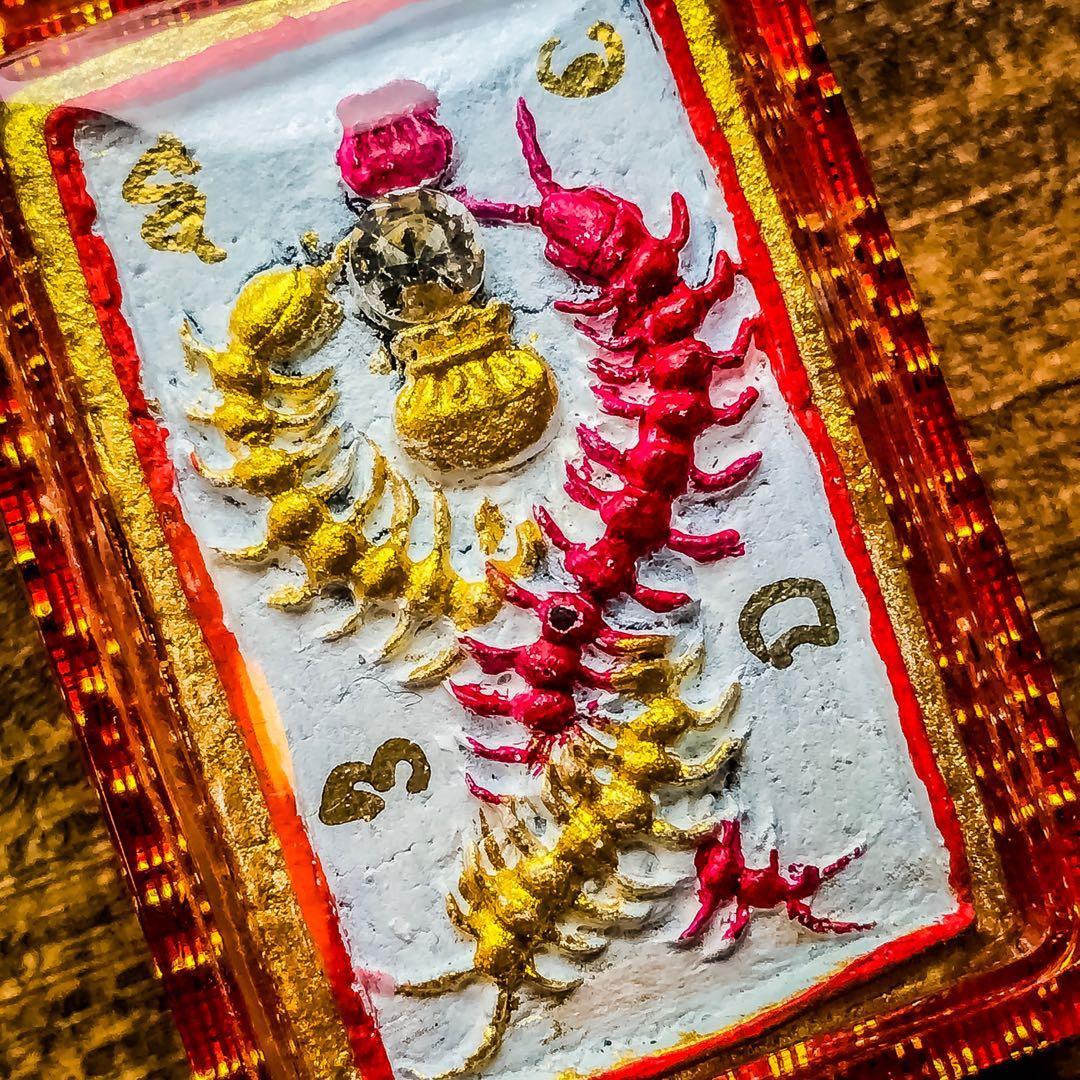 阿贊帕也蝕鐵 ·緬甸古法法術·招財蜈蚣  ·此聖物有較增加或改善各類財運事業·亦可吸引人緣異性·此為古法緬甸法術幸運聖物  ·2562年·全數一共督造·199·尊