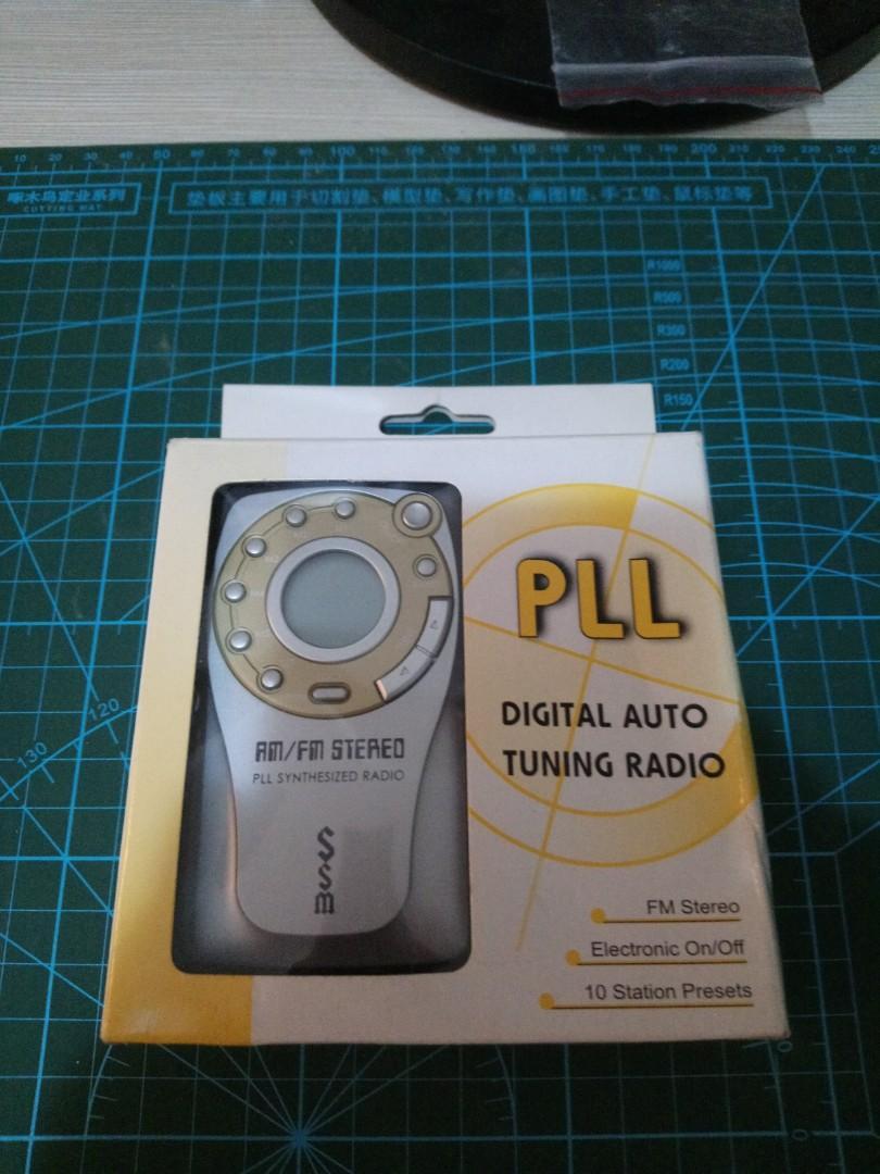 Digital auto-tuning radio