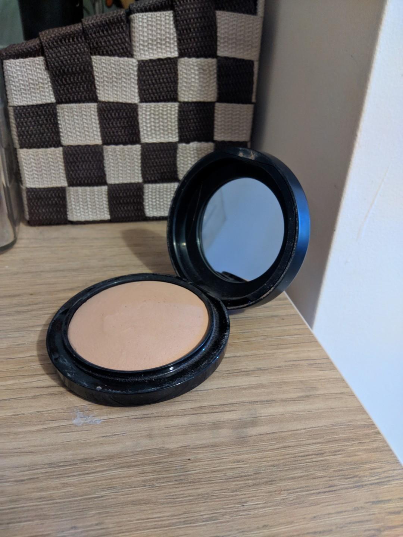 MAC Mineralised Skinfinish - Medium Plus (Tracked Shipping Included)