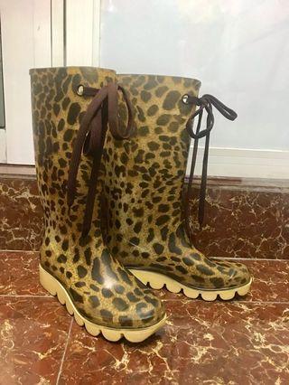 我是日本人!我要返日本了!✈️🇯🇵Japan Rain Boots 日本名牌雨靴,水鞋!(Size 35-36) 購自日本!購入價$1300‼️返國平售 $180‼️不是Aigle, Hunter, Moncler, Gucci, Chanel, Pravda, LV, Dior, polo, Calvin Klein, Zara, UNIQLO, Muji, Log On