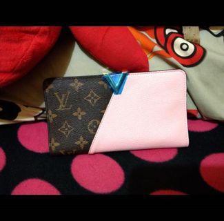 LV老花V紋撞色拼接 粉色長夾、手拿包、薄長夾、扣式長夾、卡夾包。