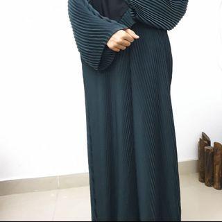 Pleated Dubai Abaya (dark green)