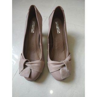 Momomi OL shoes size 240