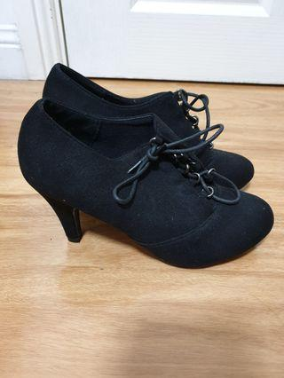 Fashion boots heels size 7