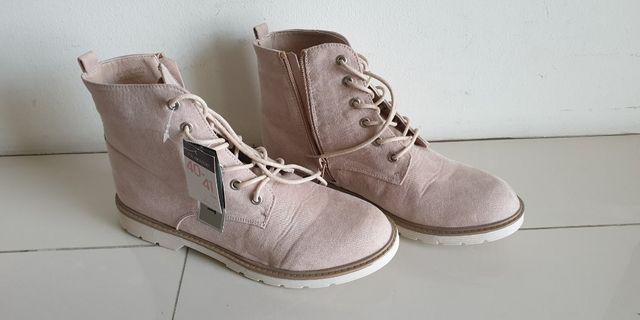 BN suede inspired boots