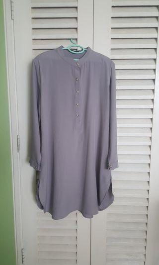 Long blouse in light grey (plus size)
