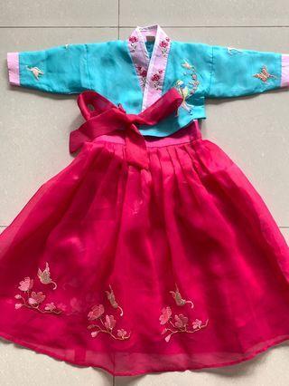 Korean Hanbok / traditional dress / racial harmony girls