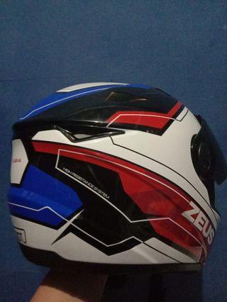 Helmet Zeus 811