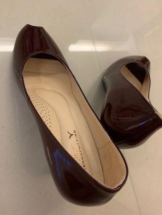 深紅色女高跟鞋