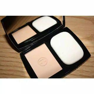 CHANEL vitalumiere compact doucer travel size