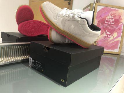 🚚 (US9) Authentic Air Jordan 1 Low CHEAP