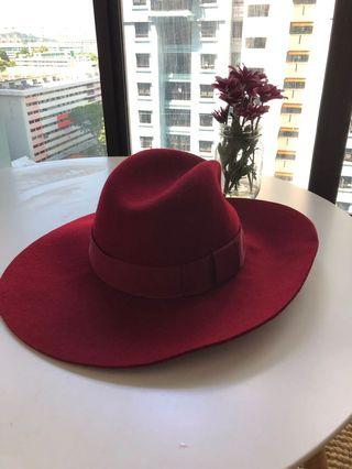 🚚 Red Fedora Hat Woman
