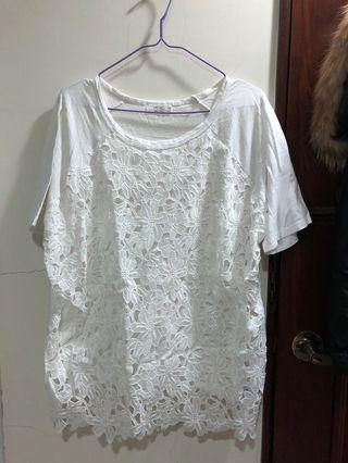 Mobo 雕花白色上衣