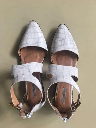 Sepatu Putih Marie Claire size 37