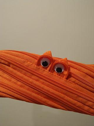 橘色拉鍊鉛筆袋