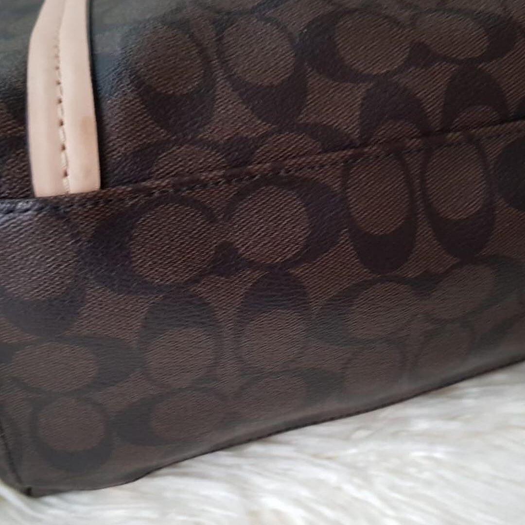 Coach Singnature in brown, Authentic VVGC kulit asli ada nomor seri Like New