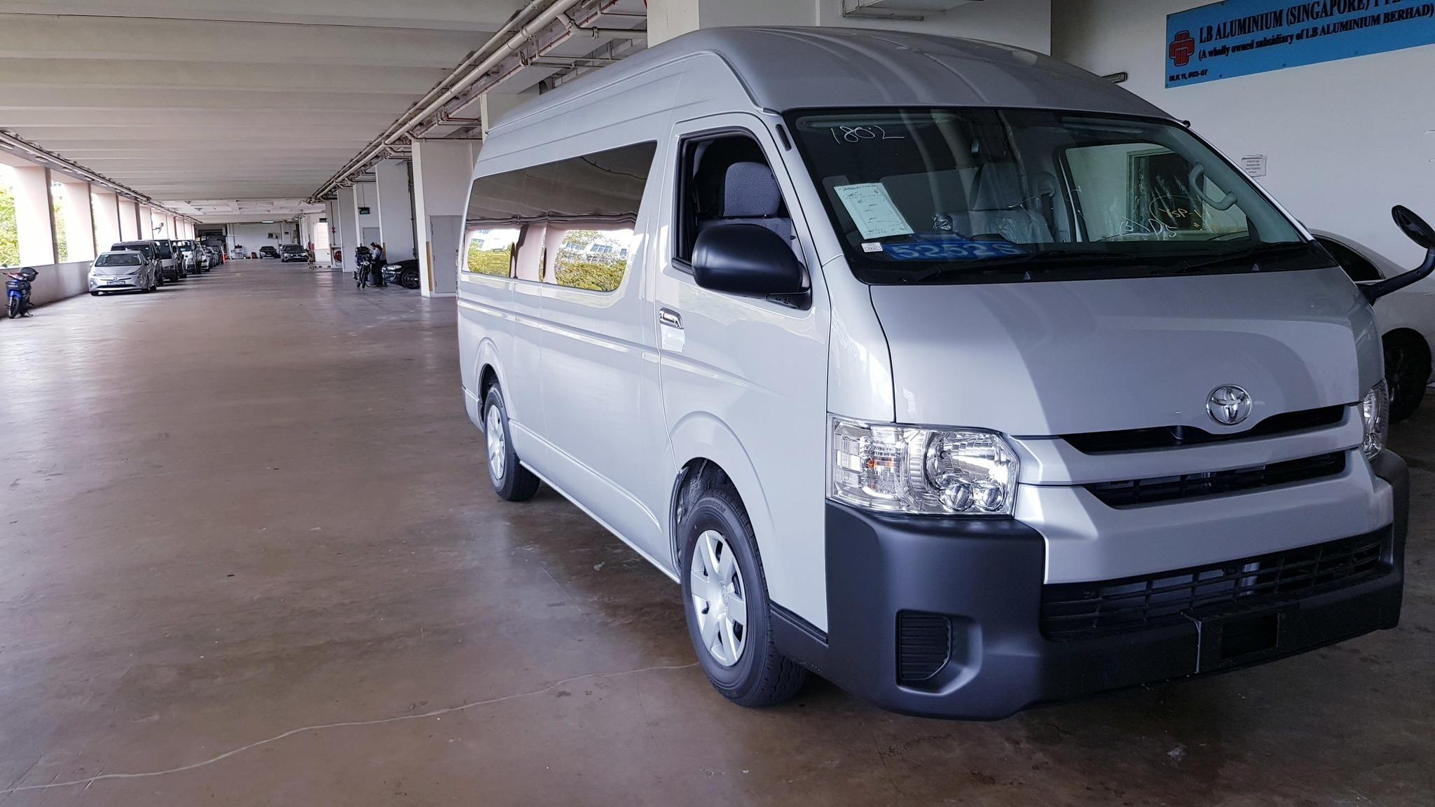 Toyota Hiace High Roof 2.8 GL Commuter 14-Seater (A)