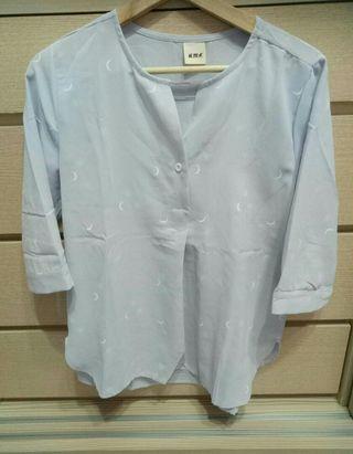《全新》淺藍月亮襯衫S. M🉑