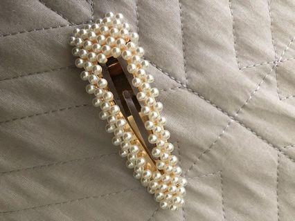 Beaded clip and fashion clip 2 FOR $20