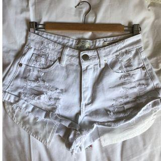 Ripped denim cotton on shorts