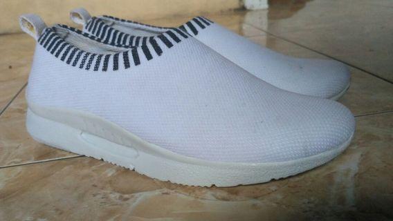 Sepatu baru