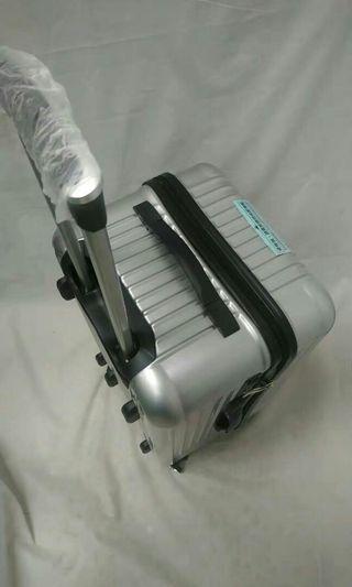 含運**超夯3:7方型運動款***24吋 AirWalk 方型款 飛机輪 TSA海關鎖 行李箱
