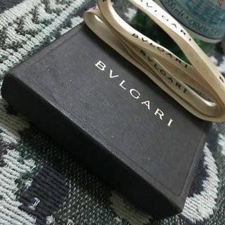 幾年前流行過的項鍊鑰匙圈。 但此款比較特別是多一個愛心。 愛心部分未使用過。  *紙袋*盒裝*夠證