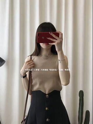 Simple round neck knit top