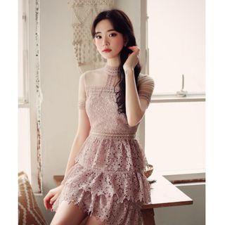 全新轉賣 原價1850 MILKCOCOA 正韓 唯美浪漫小高領微透膚粉橘色蕾絲洋裝