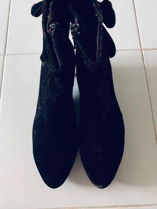 BN Soft Velvet Ankle Boots 👢 with side zips #style