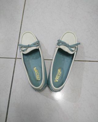 全新 Bonjour 夏日清新全真皮藍/白拼色厚軟墊蝴蝶結豆豆樂福鞋