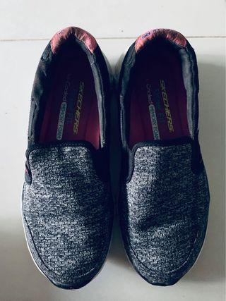 Skechers Grey Slip On Sneakers 👟
