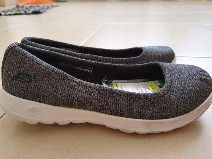 AUTHENTIC SAMPLE SHOES OF SKECHERS FOR SALE