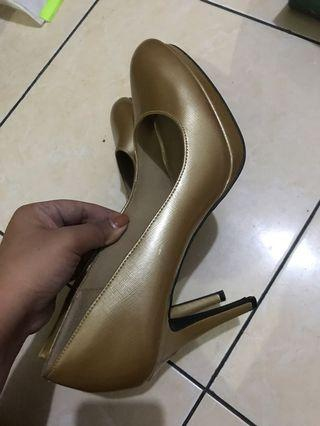 Pump Shoes Heels Gold (Payless)