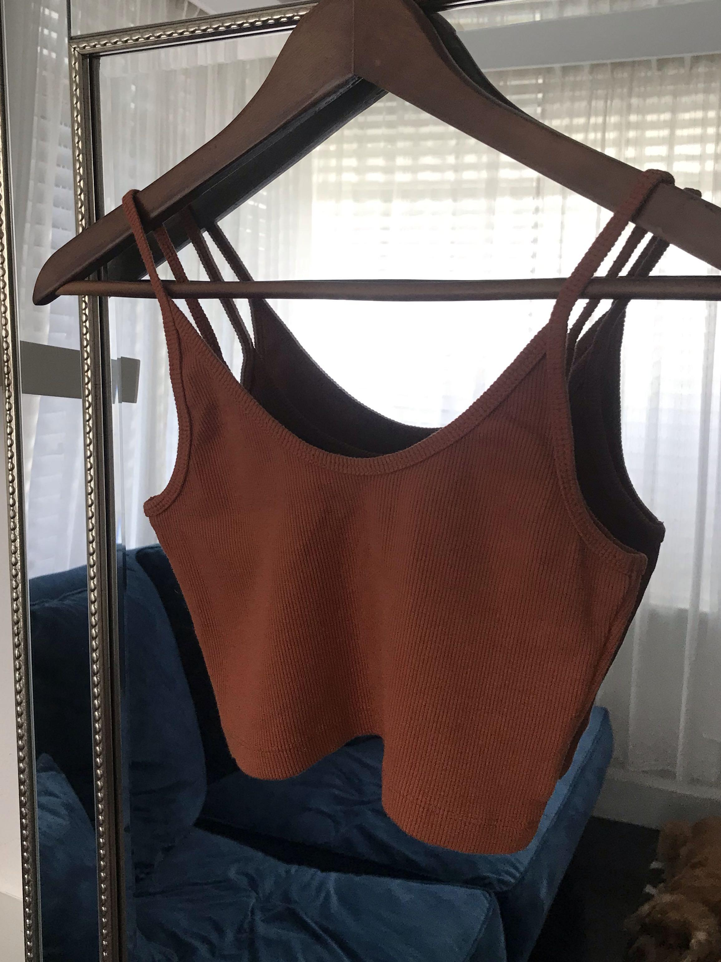 Cropped singlet