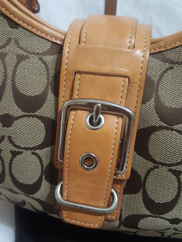 Sold_Coach 2 Way Signature Shoulder / Handbag