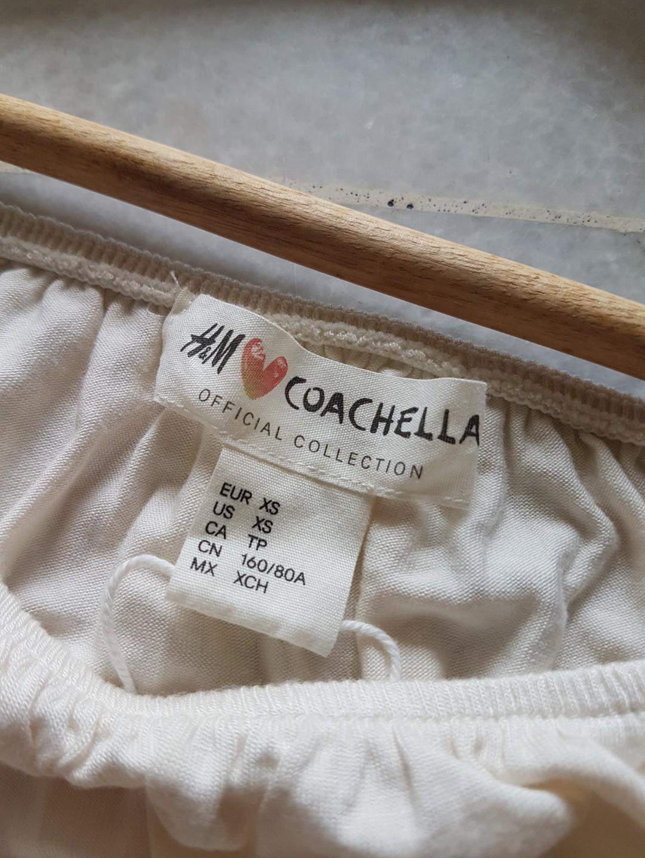 H&M coachella off shoulder crop top