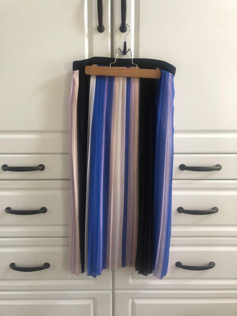 LIKE NEW: Club Monaco pleated silk striped skirt - Size 2