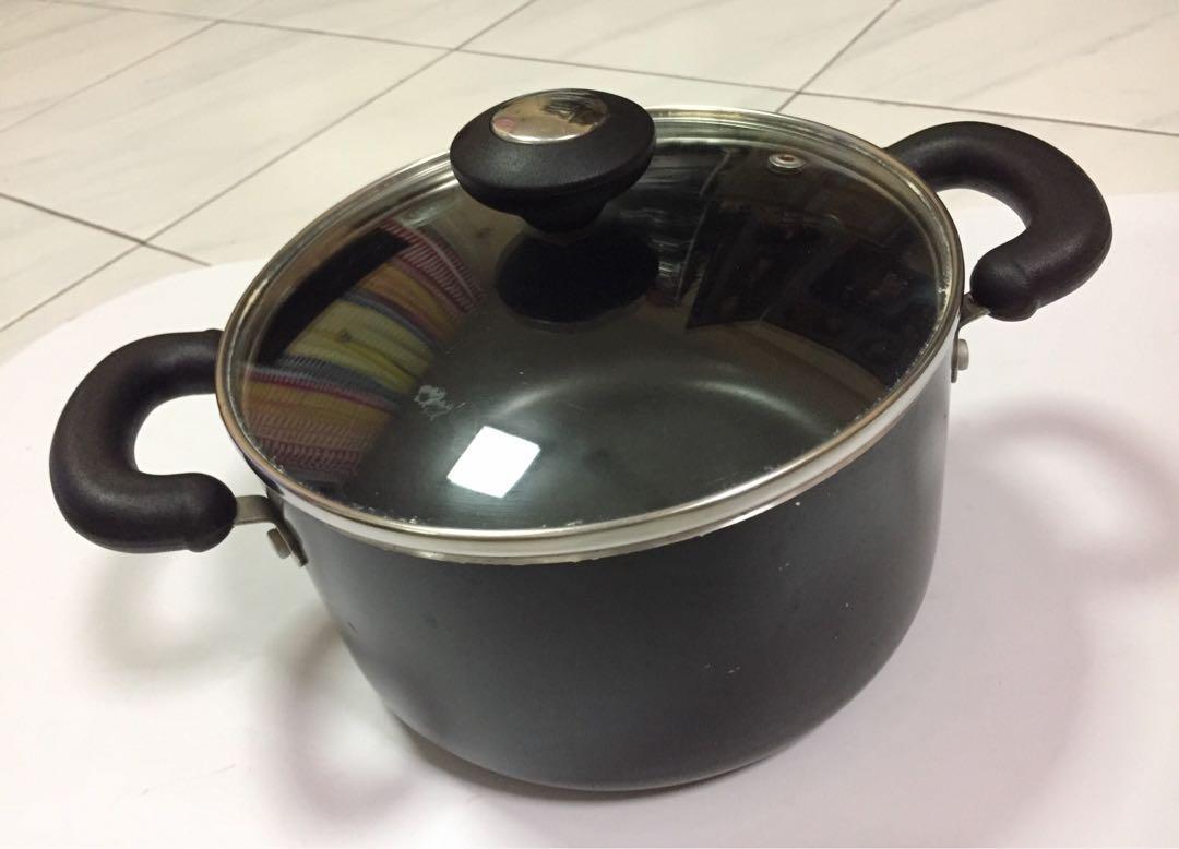 Non-Stick Cooking Pot Casserole Pot with Glass Lid 20 cm Black